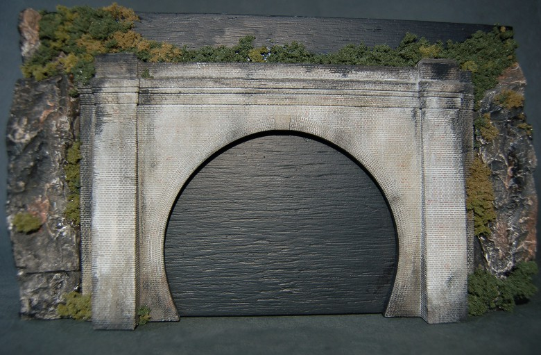Tunnel Portal for twin tracks (plaster)